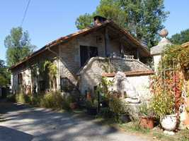 2 houses of character, one an old mill by the stream – quirky, interesting and fun