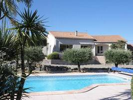 Quality villa with 150 m² on 1400 m² of land with pool and some views.