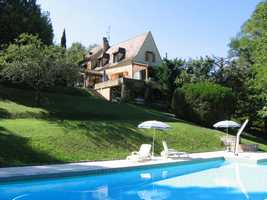 Authentic Périgordine stone house with pool and Pigeonnier in the valley of the Dordogne
