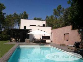 *** Reduced Price *** Contemporary Villa with all modern comfort, 5 bedrooms, independent