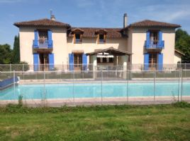 Large modern built house with pool set in 9000M² (approx 2 acres)