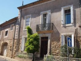 Beautiful and spacious maison de Maitre with 490 m² living space, garage, courtyard and pool.