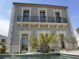 Stylish High End Mansion With 150 M2 Living Space And 3 Bedrooms, Lovely Pool And Garden.
