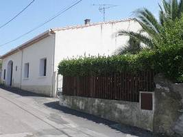 Single Storey Villa With 90 M2 Living Space, 870 M2 Of Land And Wine Barn.